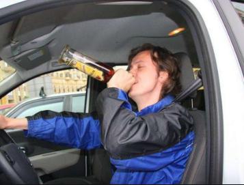 Употребление спиртного в припаркованной машине